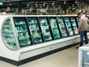 Banchi refrigerati semi-verticali: una nuova tendenza