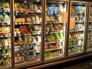 Refrigerator aisle door: high or low hinge?