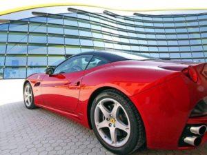 Les portes du Musée Enzo Ferrari de Modène